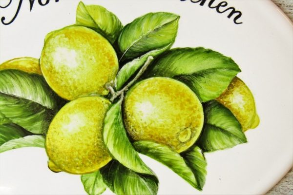 closeup spicture of hand painted lemon kitchen sign